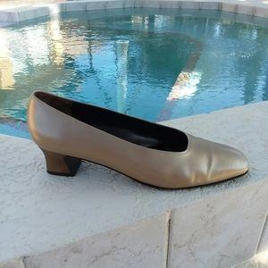 SALVATORE FERRAGAMO Formal Cinderella Pump Heels 8